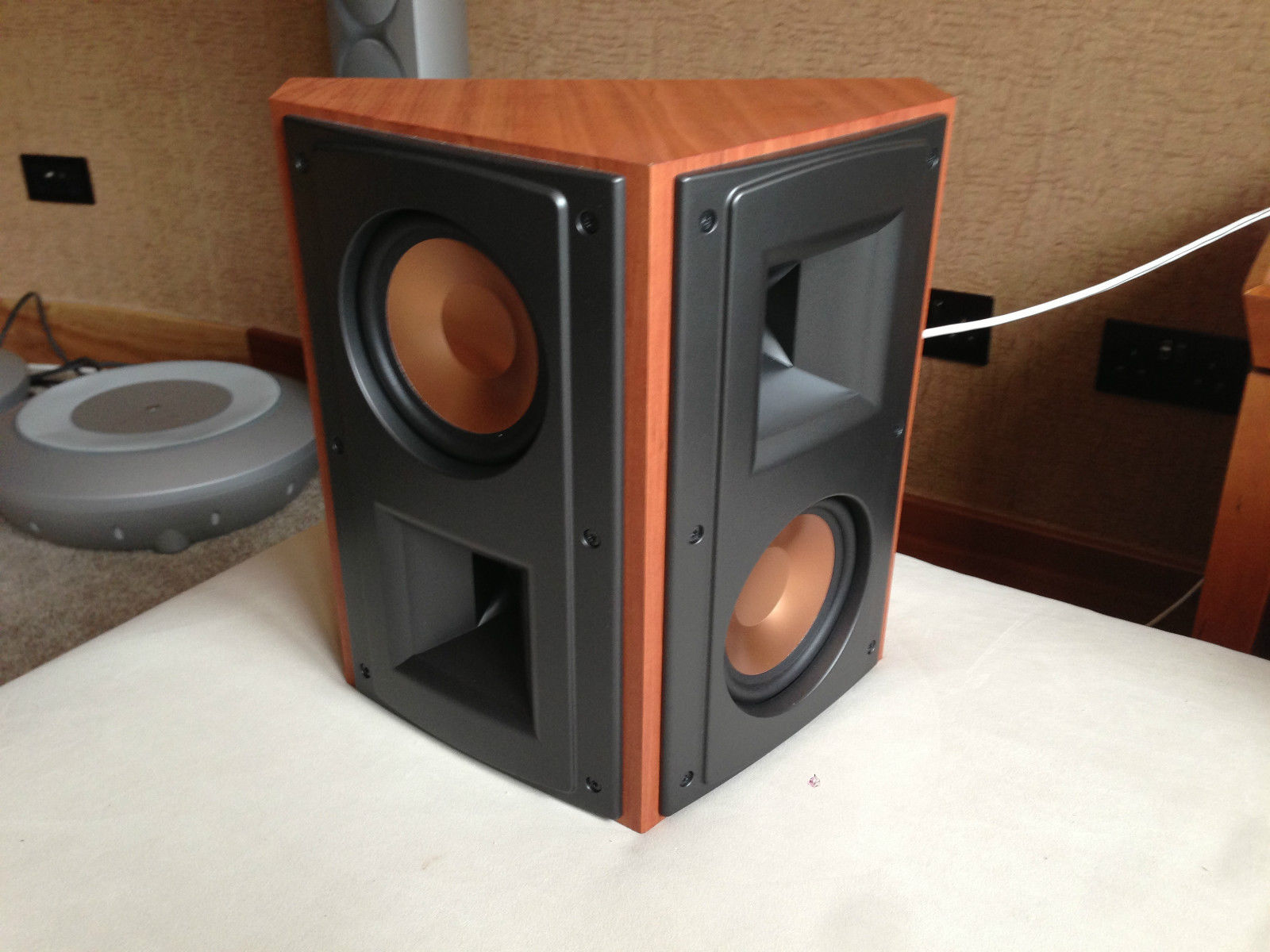 klipsch speaker set 5 piece 2 x rears 2 x front 1 x. Black Bedroom Furniture Sets. Home Design Ideas